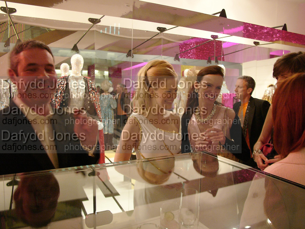 Selfridges Las Vegas dinner hosted by  hon Galen , Hillary Weston and Allanah Weston. Selfridges Oxford St. 20 April 2005. ONE TIME USE ONLY - DO NOT ARCHIVE  © Copyright Photograph by Dafydd Jones 66 Stockwell Park Rd. London SW9 0DA Tel 020 7733 0108 www.dafjones.com