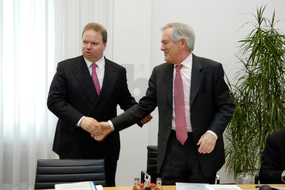 18 APR 2005, BERLIN/GERMANY:<br /> Utz Claassen (L), Vorstandsvorsitzender EnBW, begruesst Roland Berger (R), Unternehmensberater, 5. Innovationsgipfel der Partner fuer Innovation, Hauptstadtrepraesentanz Deutsche Telekom AG<br /> IMAGE: 20050418-02-001