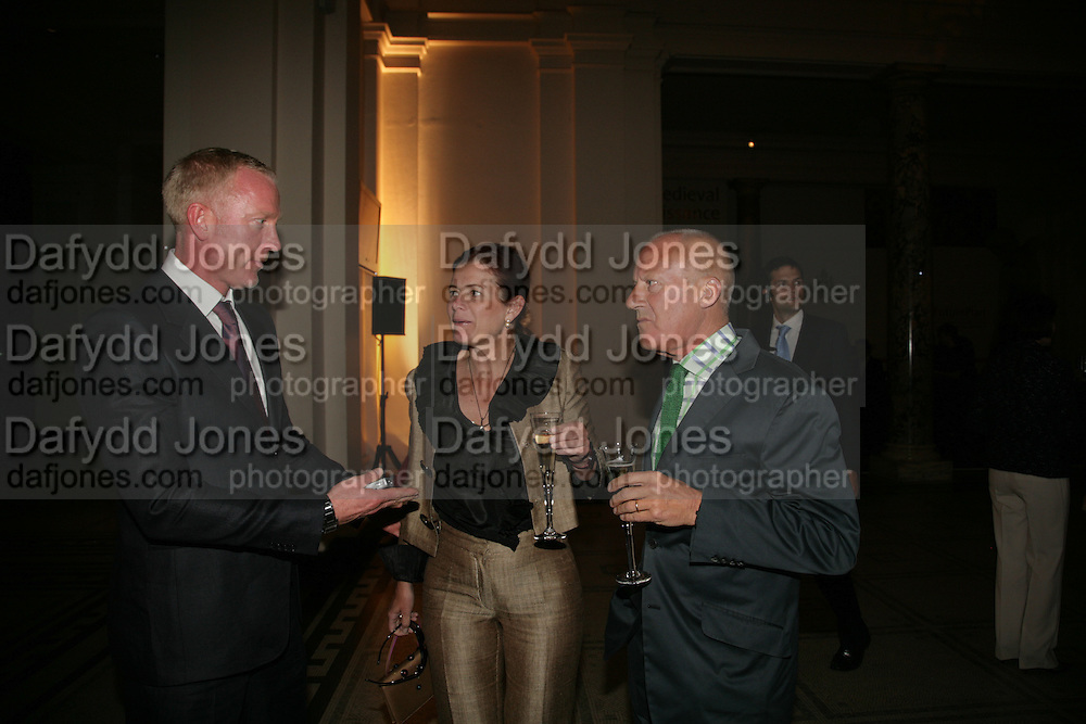 DAMIEN WHITEMORE, LORD AND LADY FOSTER, V and A celebrates 150th anniversary. V and A. London. 26 June 2007.  -DO NOT ARCHIVE-© Copyright Photograph by Dafydd Jones. 248 Clapham Rd. London SW9 0PZ. Tel 0207 820 0771. www.dafjones.com.