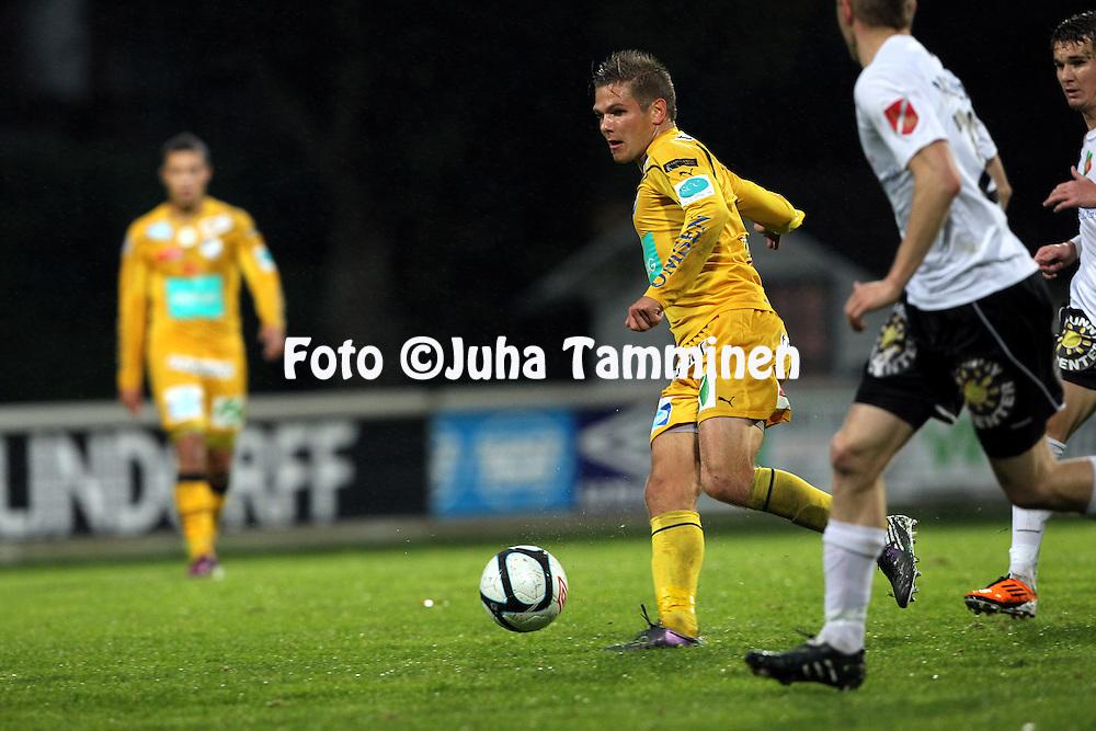 19.9.2011, Tehtaan kenttŠ, Valkeakoski..Veikkausliiga 2011, FC Haka - IFK Mariehamn..Sebastian Strandvall - IFK Mhamn..