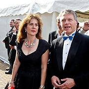 NLD/Amsterdam/20100605 - Amsterdamdiner 2010, Wouter Bos en Nina Tellegen, directeur stichting Doen