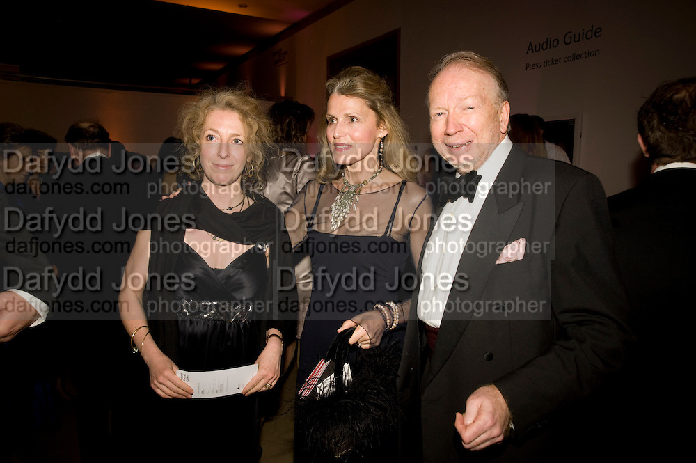 KITTY STIRLING; KATE FLEMING; GODFREY BARKER, National Portrait Gallery fundraising Gala in aid of its Education programme, National Portrait Gallery. London. 3 March 2009 *** Local Caption *** -DO NOT ARCHIVE-© Copyright Photograph by Dafydd Jones. 248 Clapham Rd. London SW9 0PZ. Tel 0207 820 0771. www.dafjones.com.<br /> KITTY STIRLING; KATE FLEMING; GODFREY BARKER, National Portrait Gallery fundraising Gala in aid of its Education programme, National Portrait Gallery. London. 3 March 2009