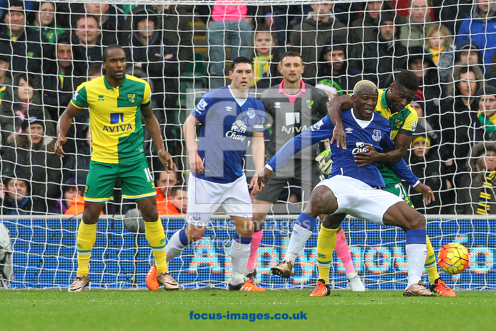 Alexander Tettey of Norwich and Arouna Kon&eacute; of Everton in action during the Barclays Premier League match at Carrow Road, Norwich<br /> Picture by Paul Chesterton/Focus Images Ltd +44 7904 640267<br /> 12/12/2015