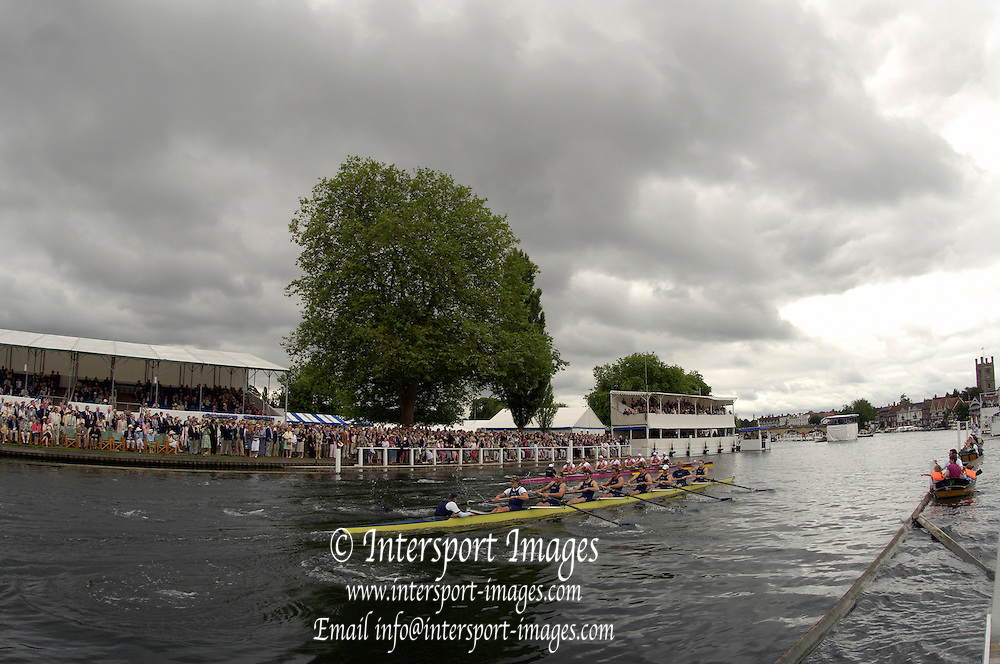 2005 Henley Royal Regatta, ENGLAND.  grand challenge Cup, Bucks Oxford University vs Dortmund Rowing Center, GERMANY; Dortmund leading home OUBC. through the Stewards. on  Sat 02.07.200, Henley -on - Thames GREAT BRITAIN. [Photo  Peter Spurrier/Intersport Images].email images@intersport-images..[Mandatory Credit Peter Spurrier/ Intersport Images] . HRR.