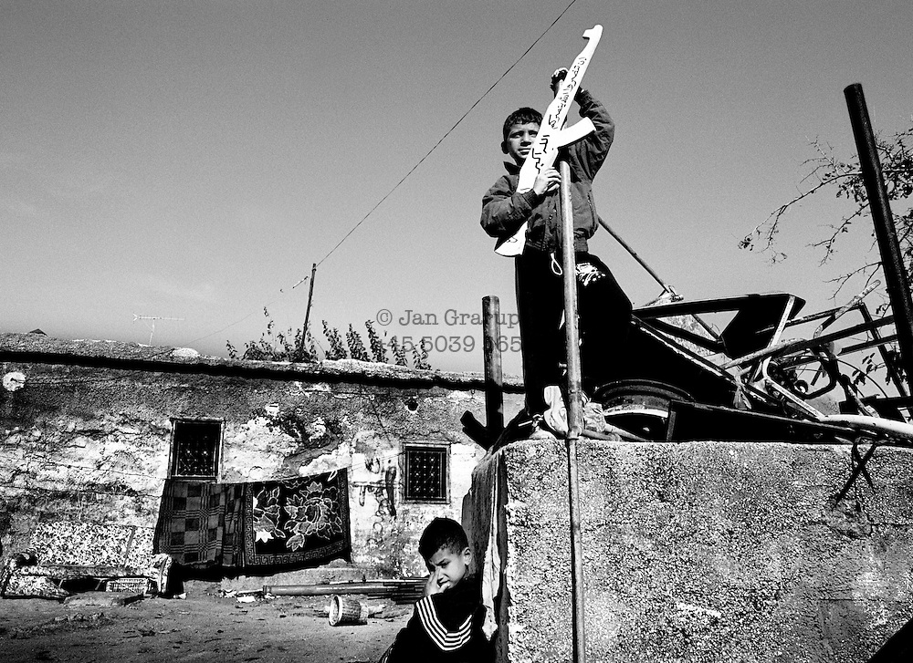 Small boys waiting for a funeral procession; they have acquired yet another martyr. <br /> Nov. 2002 The boys from Ramallah.