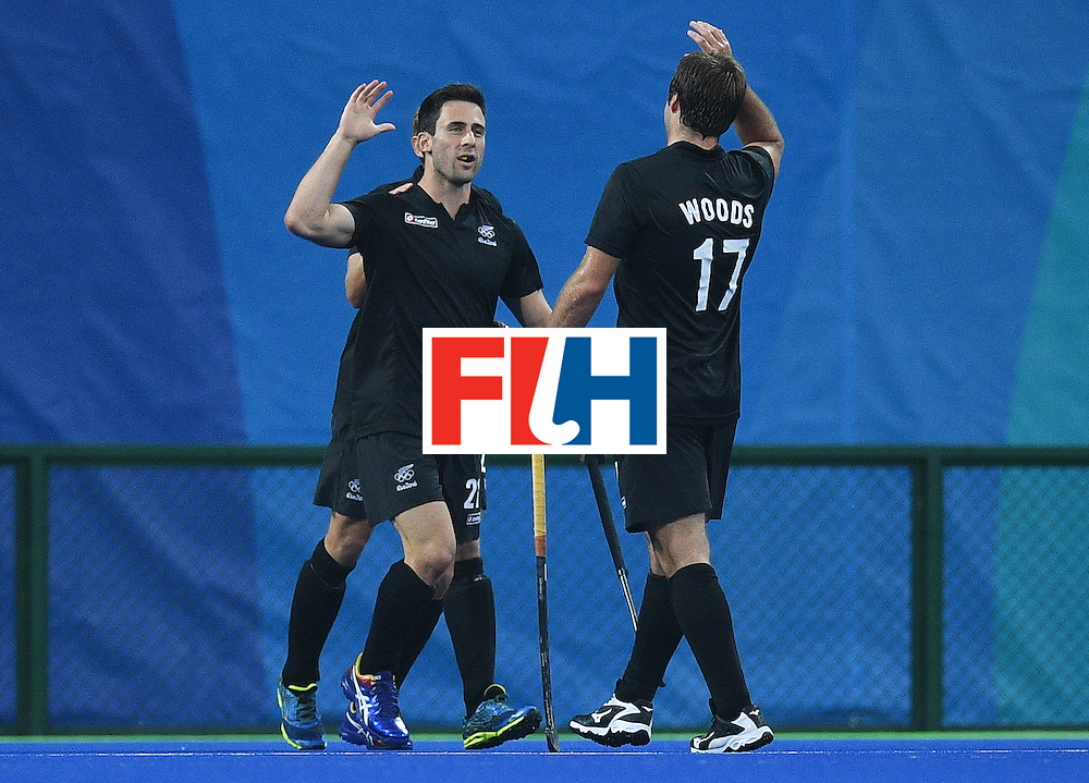 New Zealand's Kane Russell (L) celebrates scoring a goal with teammate Nic Woods during the men's field hockey Britain vs New Zealand match of the Rio 2016 Olympics Games at the Olympic Hockey Centre in Rio de Janeiro on August, 7 2016. / AFP / MANAN VATSYAYANA        (Photo credit should read MANAN VATSYAYANA/AFP/Getty Images)