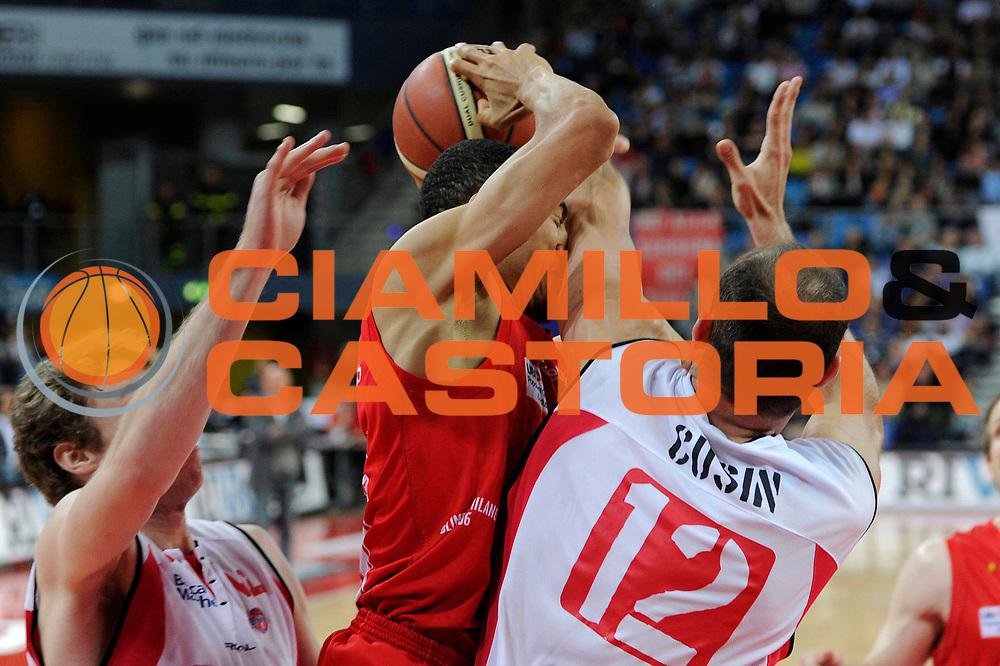 DESCRIZIONE : Pesaro Lega A 2010-11 Scavolini Siviglia Pesaro Armani Jeans Milano<br /> GIOCATORE : Ibrahim Jaaber<br /> SQUADRA : Armani Jeans Milano<br /> EVENTO : Campionato Lega A 2010-2011<br /> GARA : Scavolini Siviglia Pesaro Armani Jeans Milano<br /> DATA : 15/05/2011<br /> CATEGORIA : passaggio penetrazione<br /> SPORT : Pallacanestro<br /> AUTORE : Agenzia Ciamillo-Castoria/C.De Massis<br /> Galleria : Lega Basket A 2010-2011<br /> Fotonotizia : Pesaro Lega A 2010-11 Scavolini Siviglia Pesaro Armani Jeans Milano<br /> Predefinita :