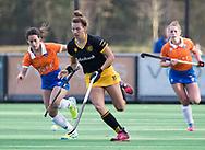 BLOEMENDAAL - Frederique Matla (Den Bosch)   met links Maria del Pilar Romang (Bl'daal). hockey hoofdklasse dames Bloemendaal-Den Bosch (0-6) . COPYRIGHT KOEN SUYK