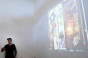 Tiradentes_MG. 17 de fevereiro de 2011...FOTO EM PAUTA TIRADENTES..Cobertura do festival de fotografia Foto em Pauta que acontece no período de 16 a 20 de fevereiro de 2011, compreendendo diversas atividades: exposicoes, oficinas, palestras, debates, projecoes de fotografias e atividades educativas voltadas para a comunidade local.O festival surge depois de sete anos de sucesso do projeto FOTO EM PAUTA, que acontece na capital mineira desde 2004 e ja apresentou o trabalho de mais de 40 fotografos brasileiros. Alem de Belo Horizonte, o Foto em Pauta ja circulou por doze estados brasileiros...Detalhe para o Workshop de Gal Opido...Foto: RODRIGO LIMA / NITRO.