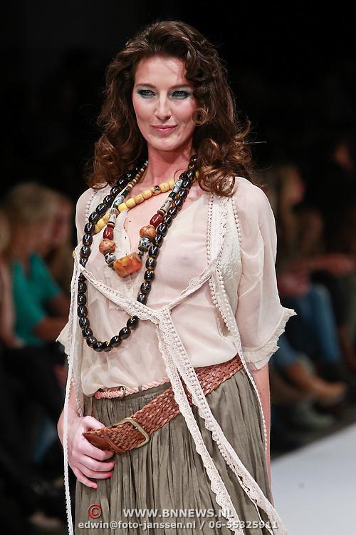 NLD/Amsterdam/20110308 - Modeshow Raak 2011, Bibiane Bouquet