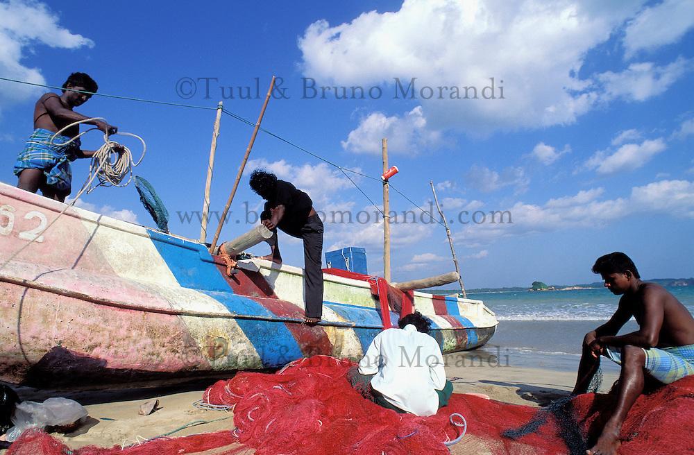 Sri Lanka - Côte sud - Pêcheur à Weligama <br /> Fisher in Welligama beach - south coast - Sri Lanka