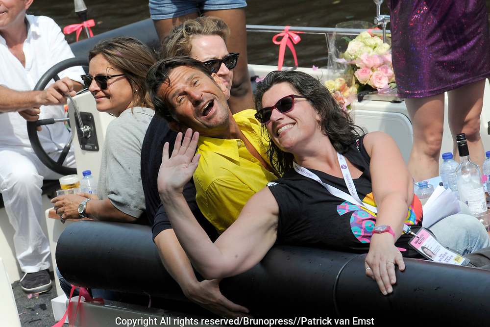 De Canal Parade 2014 - een botenparade over de Amsterdamse grachten en het hoogtepunt van Gay Pride Amsterdam.<br /> <br /> The Canal Parade 2014 - a boat parade on the canals of Amsterdam and the highlight of Gay Pride Amsterdam.<br /> <br /> Op de foto / On the photo: <br /> <br /> <br />  De jury - Cornald Maas