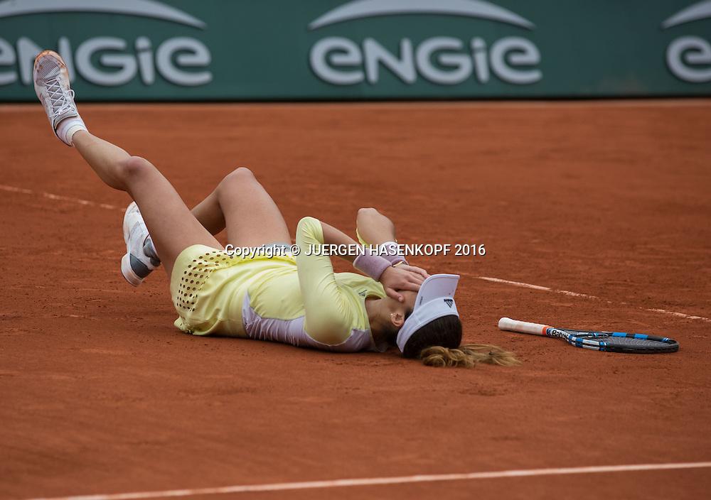 Garbine Muguruza (ESP) jubelt und laesst sich auf den Boden fallenJubel,Emotion ,Damen Final, Endspiel,<br /> <br /> Tennis - French Open 2016 - Grand Slam ITF / ATP / WTA -  Roland Garros - Paris -  - France  - 4 June 2016.