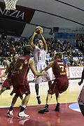 DESCRIZIONE : Venezia Lega A2 2009-10 Umana Reyer Venezia Riviera Solare Rimini<br /> GIOCATORE : Cameron Bennerman<br /> SQUADRA : Riviera Solare Rimini <br /> EVENTO : Campionato Lega A2 2009-2010<br /> GARA : Umana Reyer Venezia Riviera Solare Rimini<br /> DATA : 09/12/2009<br /> CATEGORIA : Tiro<br /> SPORT : Pallacanestro <br /> AUTORE : Agenzia Ciamillo-Castoria/M.Gregolin<br /> Galleria : Lega Basket A2 2009-2010 <br /> Fotonotizia : Venezia Campionato Italiano Lega A2 2009-2010 Umana Reyer Venezia Riviera Solare Rimini<br /> Predefinita :