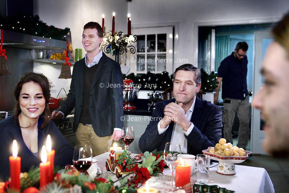 Nederland, Amsterdam , 9 december 2013.<br /> PKN komt met tv-reclame voor kerstdiensten.<br /> Gospelzangeres&nbsp;Sharon Kips, actrice Gerda Havertong&nbsp;en&nbsp;CDA-fractievoorzitter in de Tweede Kamer&nbsp;Sybrand van Haersma Buma&nbsp;zijn er in te Zien. Maar ook anderen.&nbsp;Om zoveel mogelijk mensen tot een bezoek aan kerstdiensten te verleiden, gaat de Protestantse Kerk in Nederland (PKN) tv-reclame maken. Er worden van 18 december af ongeveer 125 spotjes uitgezonden via Nederland 1, 2 en 3 en RTL4. &nbsp;<br /> Volgens woordvoerster&nbsp;Marloes Nouwens-Keller van de PKN hoort die kerk &lsquo;van nature&rsquo; tussen de kerstreclames thuis. Het&nbsp;feest van gezellig samen zijn, ontspannen en lekker eten, wordt door iedereen &ndash; onder meer door supermarkten, frisdrankmerken en tv-zenders - &nbsp;geclaimd, zegt ze. &ldquo;De Protestantse Kerk in Nederland heeft h&eacute;t echte kerstverhaal in de aanbieding en de plek waar je dit samen kunt vieren. Het zou toch onverstandig&nbsp;zijn als wij d&aacute;&aacute;r geen reclame voor maken&rdquo;.<br /> Op de foto CDA-fractievoorzitter in de Tweede Kamer&nbsp;Sybrand van Haersma Buma aan de kersttafel.<br /> Foto:Jean-Pierre Jans