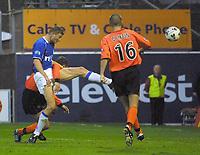 Dundee Utd v Rangers 22.9.01: Tore andre flo scores his second goal <br /><br />Photo: Ian Stewart, Digitalsport