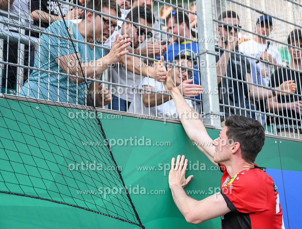 25.05.2019, Allianz Stadion, Wien, AUT, 1. FBL, SK Rapid Wien vs Cashpoint SCR Altach, Qualifikationsgruppe, 32. Spieltag, im Bild Stefan Nutz (SCR Altach) mit Fans // during the tipico Bundesliga qualification group 32nd round match between SK Rapid Wien and Cashpoint SCR Altach at the Allianz Stadion in Wien, Austria on 2019/05/25. EXPA Pictures © 2019, PhotoCredit: EXPA/ Lukas Huter