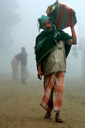 BANGLADESH SIRAJGANJ KODDAR MOR 1FEB07 - Villagers walk at first light in the morning mist next to the Jamuna river area, traditionally prone to flooding during the Monsoon season...jre/Photo by Jiri Rezac..© Jiri Rezac 2007..Contact: +44 (0) 7050 110 417.Mobile:  +44 (0) 7801 337 683.Office:  +44 (0) 20 8968 9635..Email:   jiri@jirirezac.com.Web:    www.jirirezac.com..© All images Jiri Rezac 2007 - All rights reserved.