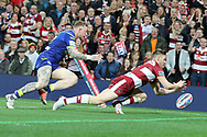 Tom Davies of Wigan Warriors scores the second try against Warrington Wolves during the Betfred Super League Grand Final match at Old Trafford, Manchester.<br /> Picture by Michael Sedgwick/Focus Images Ltd +44 7900 363072<br /> 13/10/2018