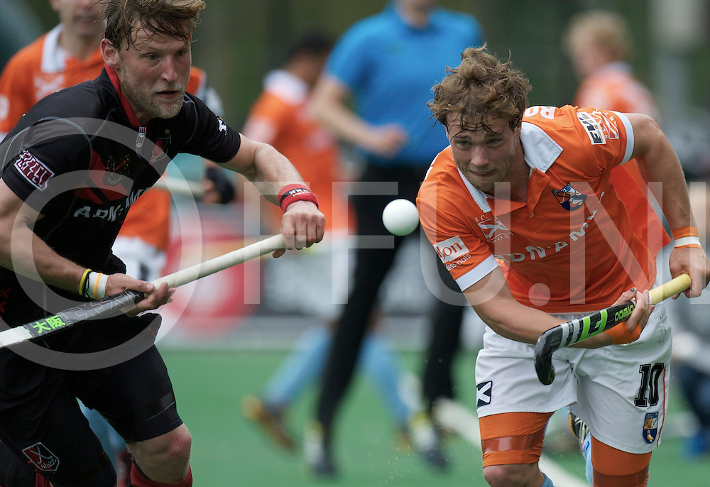 BLOEMENDAAL - Euro Hockey League final four.HC Bloemendaal - Amsterdamsche H&BC.Foto: Robert Tigges (black) and Roel Bovendeert (orange)..FFU PRESS AGENCY COPYRIGHT FRANK UIJLENBROEK.