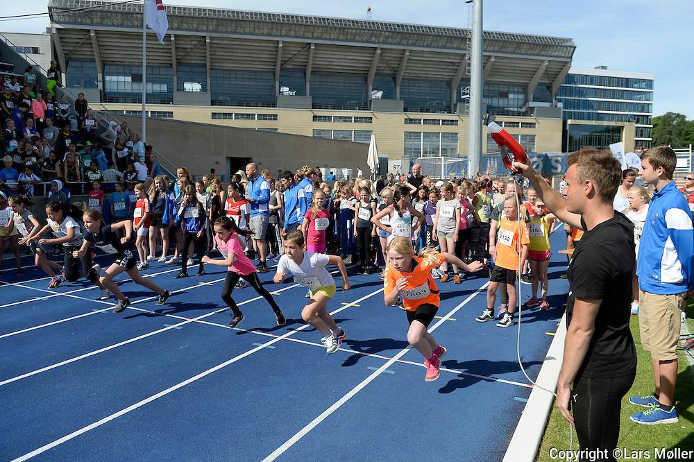 DK Caption:<br /> 20140617, K&oslash;benhavn, Danmark:<br /> Skole OL finale 2014: Kristoffer Hari Starter 60 m<br /> Foto: Lars M&oslash;ller<br /> UK Caption:<br /> 20140617, Copenhagen, Denmark:<br /> School Olympics 2014: <br /> Photo: Lars Moeller