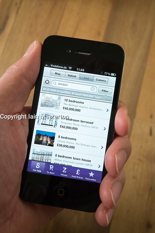Using an iPhone 4G smart phone to find a house to buy on Zoopla property finfding App