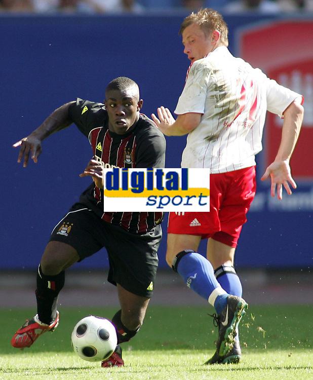 Fotball<br /> Tyskland<br /> Foto: Witters/Digitalsport<br /> NORWAY ONLY<br /> <br /> 26.07.2008<br /> <br /> v.l. Micah Richards, Ivica Olic HSV<br /> Fussball Hamburger SV - Manchester City