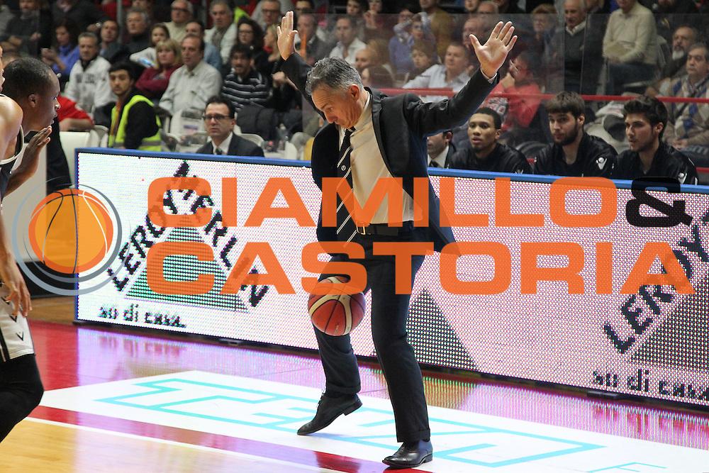 DESCRIZIONE: Varese Lega A 2015/16 <br /> Openjobmetis Varese vs Obiettivo Lavoro Bologna<br /> GIOCATORE: Giorgio Valli<br /> CATEGORIA: curiosita'<br /> SQUADRA: Obiettivo Lavoro Virtus Bologna<br /> EVENTO: Campionato Lega A 2015-2016<br /> GARA: Openjobmetis Varese Obiettivo Lavoro Bologna<br /> DATA: 22/11/2015<br /> SPORT: Pallacanestro<br /> AUTORE: Agenzia Ciamillo-Castoria/A. Ossola<br /> Galleria: Lega Basket A 2015-2016<br /> Fotonotizia: Varese Lega A 2015-16 <br /> Openjobmetis Varese Obiettivo Lavoro Bologna