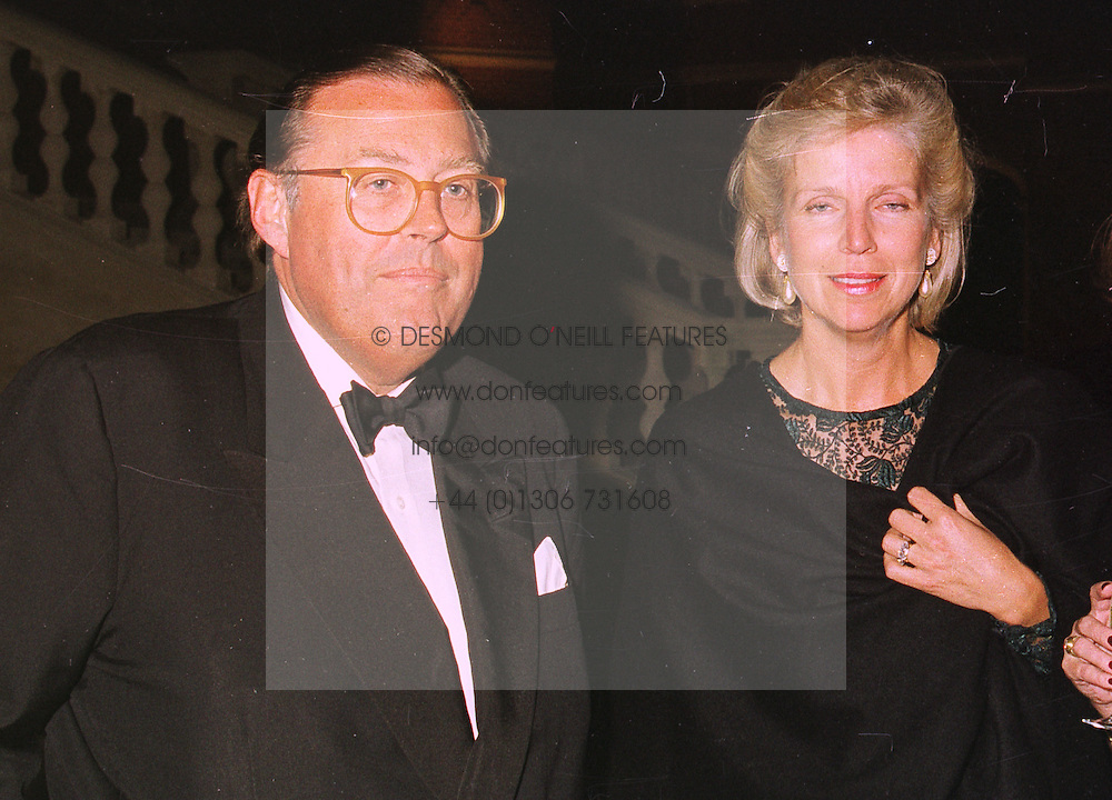 MR & MRS DAVID KER friends of the Prince of Wales, at a dinner in London on 22nd September 1998.MKE 34 2OLO