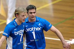 01-02-2006 VOLLEYBAL: PIET ZOOMERS D - BROTHER MARTINUS: APELDOORN <br /> Piet Zoomers wint met 3-0 van Martinus in de kwartfinale beker / Rick Wiggers en Wouter Stoltz<br /> ©2006-WWW.FOTOHOOGENDOORN.NL