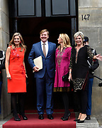 Uitreiking Prins Claus Prijs 2016 in het Koninklijk Paleis in Amsterdam.<br /> <br /> Op de foto:  Koningin Maxima, koning Willem-Alexander, prinses Mabel en prinses Laurentien ////  Queen Maxima, King Willem-Alexander, Princess Mabel and Princess Laurentien