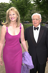 DR MORTIMER & MRS SACKLER at a dinner in <br /> London on 20th June 2000.OFO 14<br /> © Desmond O'Neill Features:- 020 8971 9600<br />    10 Victoria Mews, London.  SW18 3PY <br /> www.donfeatures.com   photos@donfeatures.com<br /> MINIMUM REPRODUCTION FEE AS AGREED.<br /> PHOTOGRAPH BY DOMINIC O'NEILL