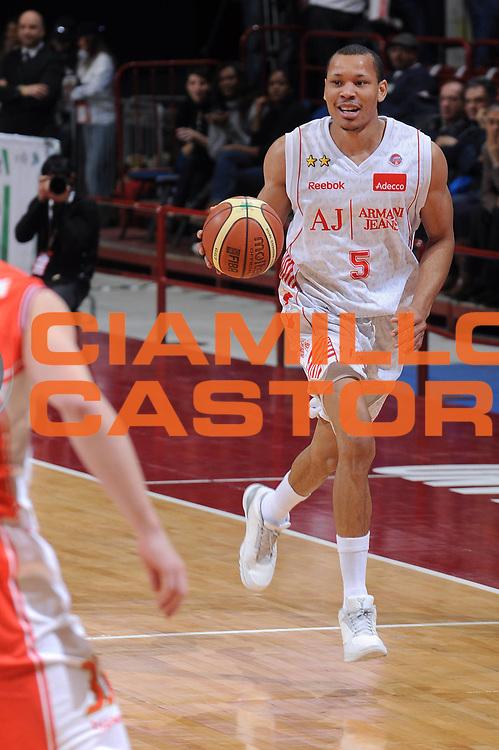 DESCRIZIONE : Milano Lega A 2009-10 Armani Jeans Milano Cimberio Varese<br />GIOCATORE : Alex Acker<br />SQUADRA : Armani Jeans Milano<br />EVENTO : Campionato Lega A 2009-2010 <br />GARA : Armani Jeans Milano Cimberio Varese<br />DATA : 31/01/2010<br />CATEGORIA : Palleggio<br />SPORT : Pallacanestro <br />AUTORE : Agenzia Ciamillo-Castoria/A.Dealberto<br />Galleria : Lega Basket A 2009-2010 <br />Fotonotizia : Milano Campionato Italiano Lega A 2009-2010 Armani Jeans Milano Cimberio Varese<br />Predefinita :