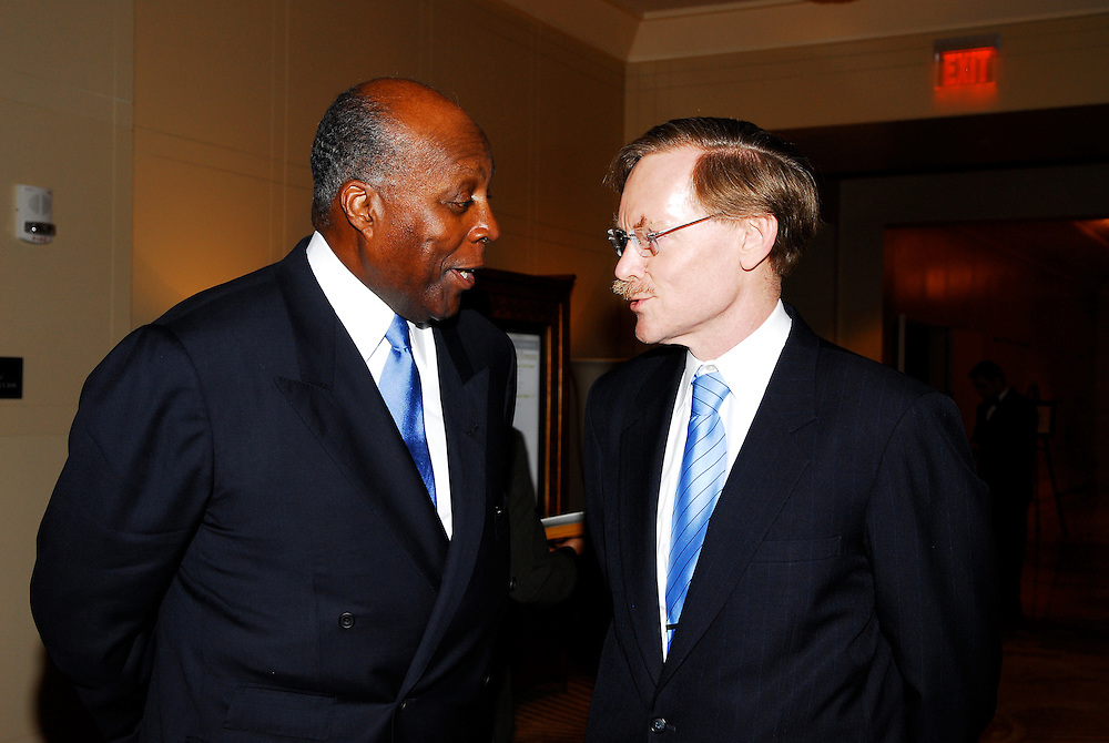 Robert B. Zoellick, President of the World Bank Group speaking to the members of the Economic Club of Washington at the Mardarin Oriental Hotel in Washington DC Robert B. Zoellick, President of the World Bank Group addressing members of the Economic Club of Washington