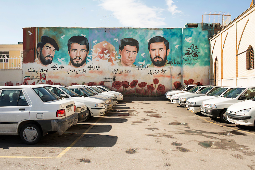 Religious propaganda designed to build the masses. Wall paintings, effigies are ubiquitous in Iran, they glorify the heroes of the Iran-Iraq war or those of the 1979 revolution.