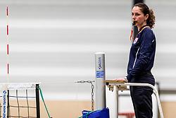 17-03-2018 NED: Prima Donna Kaas Huizen - VC Sneek, Huizen<br /> PDK verliest kansloos met 3-0 van Sneek / Scheidsrechter Liliana Bonea