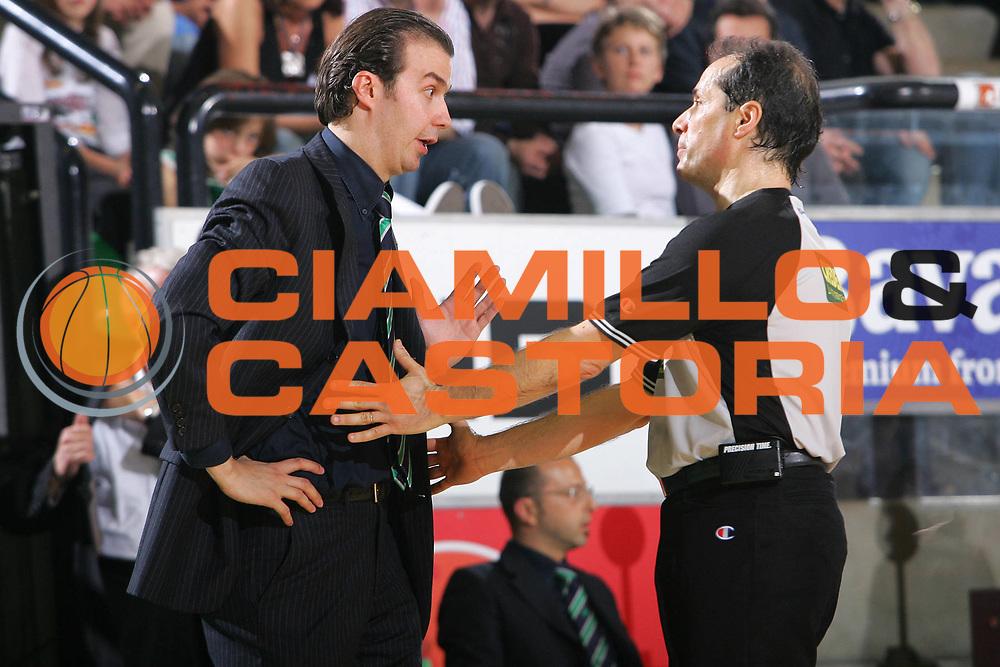 DESCRIZIONE : Treviso Lega A1 2006-07 Benetton Treviso Montepaschi Siena <br /> GIOCATORE : Pianigiani <br /> SQUADRA : Montepaschi Siena <br /> EVENTO : Campionato Lega A1 2006-2007 <br /> GARA : Benetton Treviso Montepaschi Siena <br /> DATA : 22/04/2007 <br /> CATEGORIA : Delusione <br /> SPORT : Pallacanestro <br /> AUTORE : Agenzia Ciamillo-Castoria/S.Silvestri