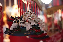 THEMENBILD - weihnachtliche Anhänger auf dem Christkindlmarkt in der Altstadt, aufgenommen am 02. Dezember 2017, Innsbruck, Österreich // Christmas pendants on the Christkindlmarkt in the old town on 2017/12/02, Innsbruck, Austria. EXPA Pictures © 2017, PhotoCredit: EXPA/ Stefanie Oberhauser