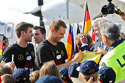 15.07.2014, Flughafen, München, GER, FIFA WM, Empfang der Weltmeister in Deutschland, Finale, im Bild Manuel Neuer #1 (Deutschland) gibt Autogramme // during Celebration of Team Germany for Champion of the FIFA Worldcup Brazil 2014 at the Flughafen in München, Germany on 2014/07/15. EXPA Pictures © 2014, PhotoCredit: EXPA/ Eibner-Pressefoto/ Kolbert<br /> <br /> *****ATTENTION - OUT of GER*****
