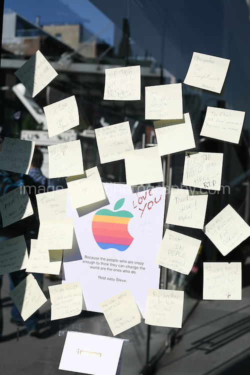 Post-it notes with messages on the window of the 14th Street Apple Store on the death of Steve Jobs