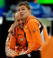 13-02-2010 schaatsen olympische spelen5000 m mannen / Nederland heeft het eerste goud binnen. Met een Olympisch record pakt Sven Kramer de gouden medaille. Kramer moest drie ritten wachten voordat hij wist of die goud had. Links Gerard Kemkers