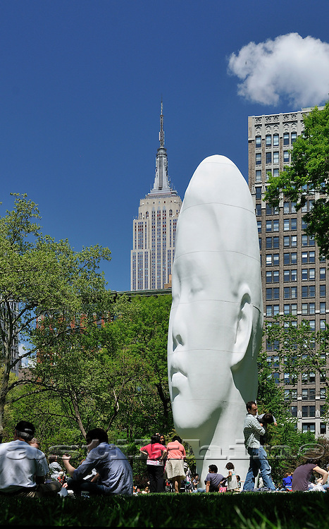 Contemporary sculpture of Jaume Plensa
