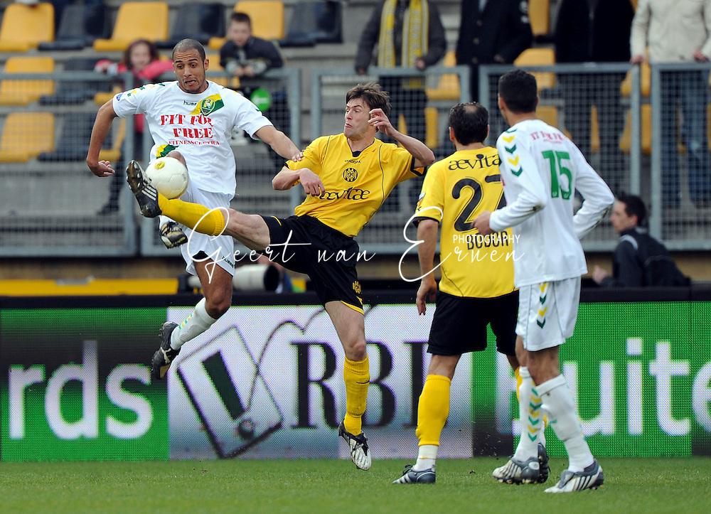 22-03-2009 Voetbal:Roda JC:Ado Den Haag:Kerkrade<br /> Kris de Wree haalt de bal weg voor Berry Powel<br /> Foto: Geert van Erven