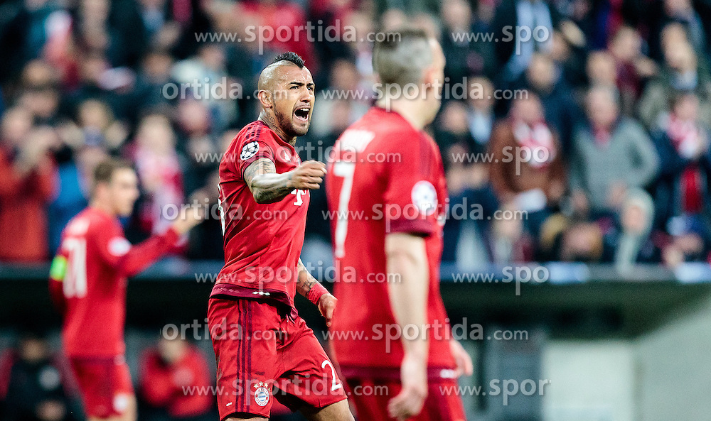 03.05.2016, Allianz Arena, Muenchen, GER, UEFA CL, FC Bayern Muenchen vs Atletico Madrid, Halbfinale, Rueckspiel, im Bild Arturo Vidal (FC Bayern Muenchen) // Arturo Vidal (FC Bayern Muenchen) during the UEFA Champions League semi Final, 2nd Leg match between FC Bayern Munich and Atletico Madrid at the Allianz Arena in Muenchen, Germany on 2016/05/03. EXPA Pictures © 2016, PhotoCredit: EXPA/ JFK