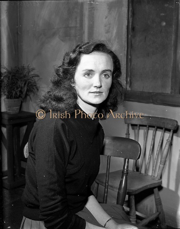 "29/04/1957<br /> 04/29/1957<br /> 29 April 1957<br /> Gael Linn- ""Muiris O hAirt"" drama at Damer Hall. Portrait of actress Maire Nic Eanarcaigh"