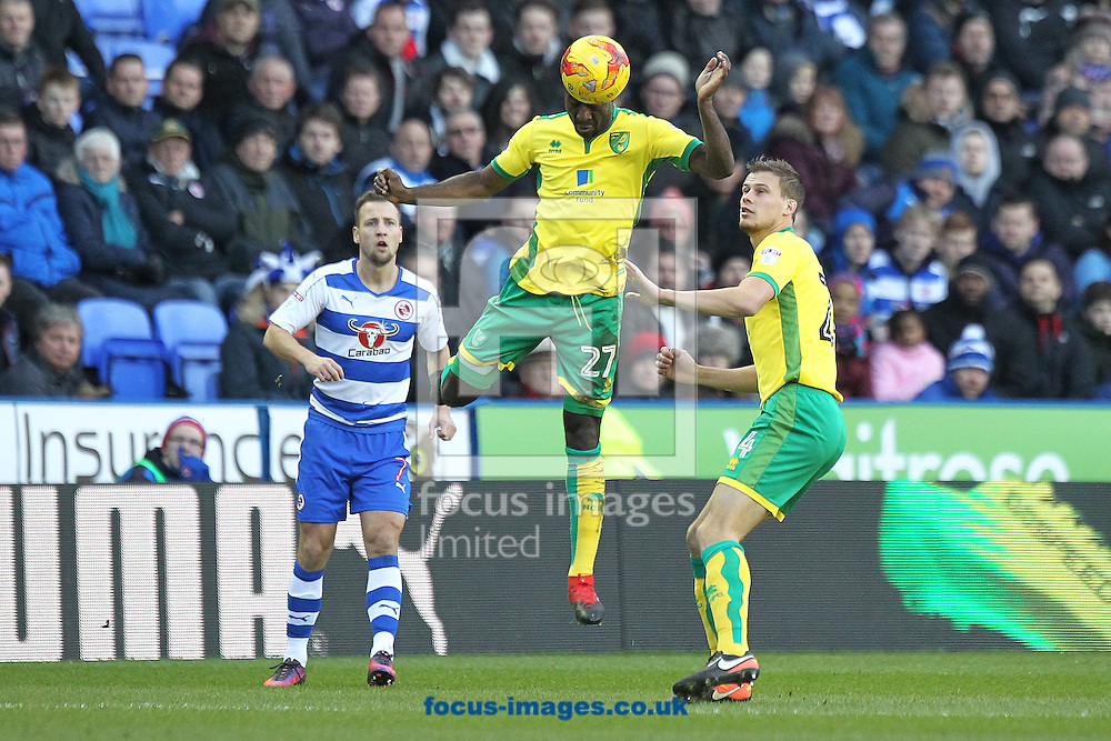 Alexander Tettey of Norwich wins a header during the Sky Bet Championship match at the Madejski Stadium, Reading<br /> Picture by Paul Chesterton/Focus Images Ltd +44 7904 640267<br /> 26/12/2016