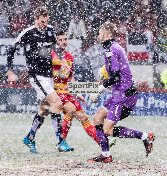 Dundee's 'keeper Scott Bain makes a save during the Partick Thistle FC V Dundee FC Scottish Premiership game, 16th January 2016; (c) BERNIE CLARK   SportPix.org.uk