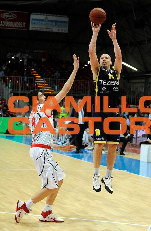 DESCRIZIONE : Bologna Lega Basket A2 2011-12 Morpho Basket Piacenza Tezenis Verona<br /> GIOCATORE : Giacomo Mariani<br /> CATEGORIA : Three Points<br /> SQUADRA : Tezenis Verona<br /> EVENTO : Campionato Lega A2 2011-2012<br /> GARA : Morpho Basket Piacenza Tezenis Verona<br /> DATA : 05/05/2012<br /> SPORT : Pallacanestro<br /> AUTORE : Agenzia Ciamillo-Castoria/A.Giberti<br /> Galleria : Lega Basket A2 2011-2012 <br /> Fotonotizia : Bologna Lega Basket A2 2011-12 Morpho Basket Piacenza Tezenis Verona<br /> Predefinita :