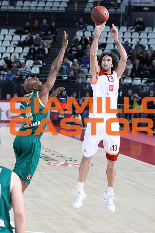 DESCRIZIONE : Roma Eurolega 2010-11 Top 16 Lottomatica Virtus Roma Union Olimpija Lubiana<br /> GIOCATORE : Luigi Datome<br /> SQUADRA : Lottomatica Virtus Roma <br /> EVENTO : Eurolega 2010-2011<br /> GARA : Lottomatica Virtus Roma Union Olimpija Lubiana<br /> DATA : 20/01/2011<br /> CATEGORIA : tiro<br /> SPORT : Pallacanestro <br /> AUTORE : Agenzia Ciamillo-Castoria/ElioCastoria<br /> Galleria : Eurolega 2010-2011<br /> Fotonotizia : Roma Eurolega 2010-11 Top 16 Lottomatica Virtus Roma Union Olimpija Lubiana<br /> Predefinita :