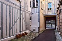 France, Bourgogne-Franche-Comté, Yonne (89), Sens, maison ancienne // France, Burgundy, Yonne, Sens, old house